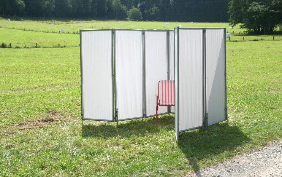 Peddy sichtschutz paravent als mobile umkleide bei sportveranstaltungen und als werbetr ger Installer un paravent de terrasse
