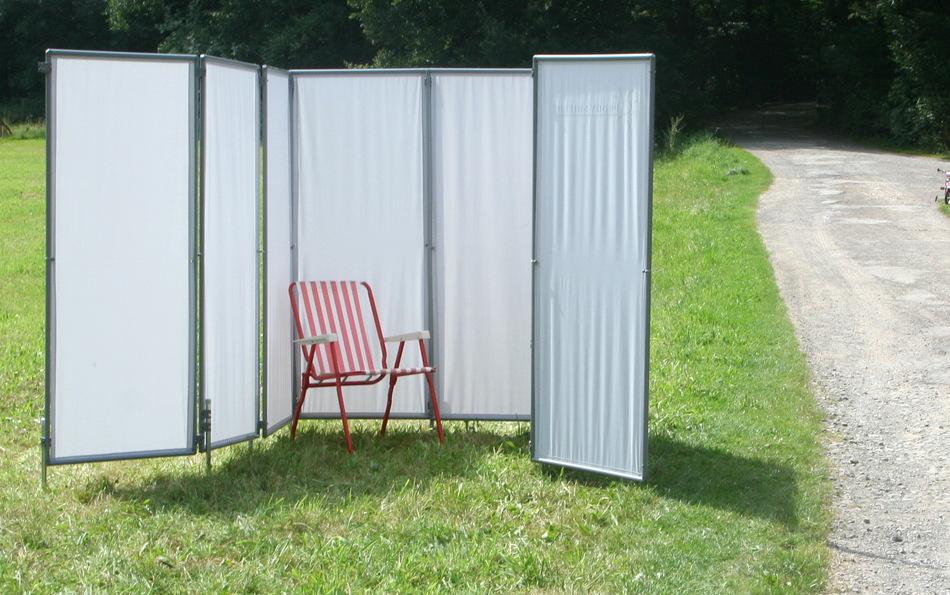 Eine mobile Windschutz-Kabine beim Sport schützt Sportler und das Team