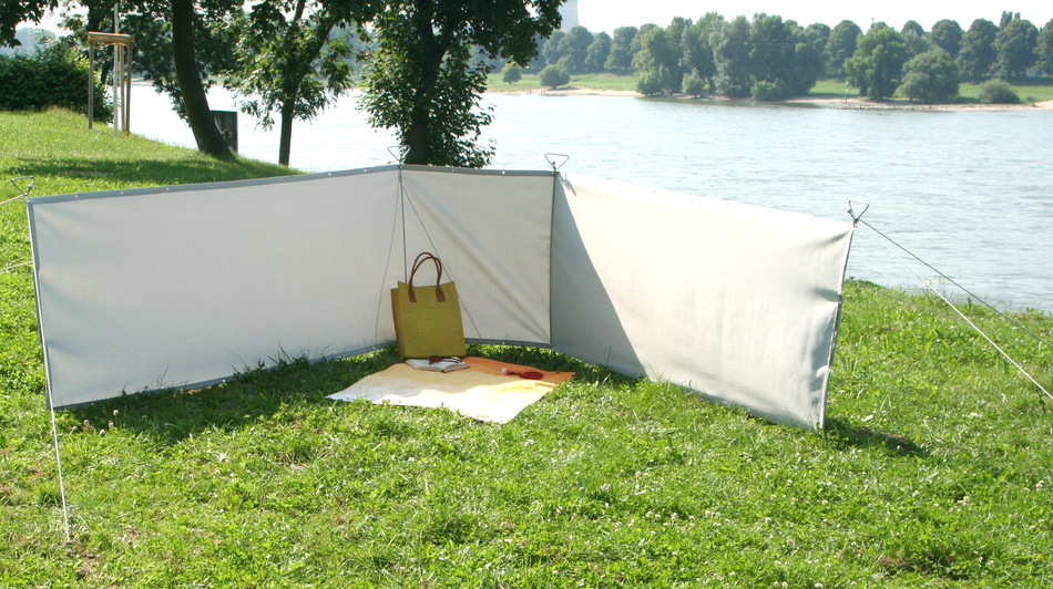 im schwimmbad bereiche mit windschutz schaffen durch. Black Bedroom Furniture Sets. Home Design Ideas